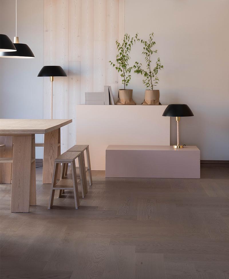Timberwise-wooden-floor-lankkuparketti-tammi-Oak_Classic_Herringbone_185mm_Biscuit Grey