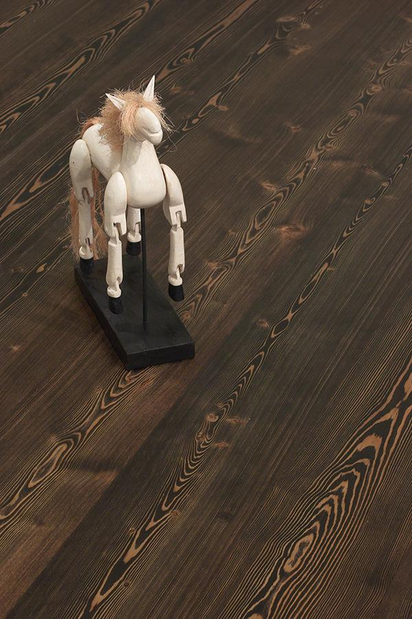 Larch, brushed Eben wax oil-white horse