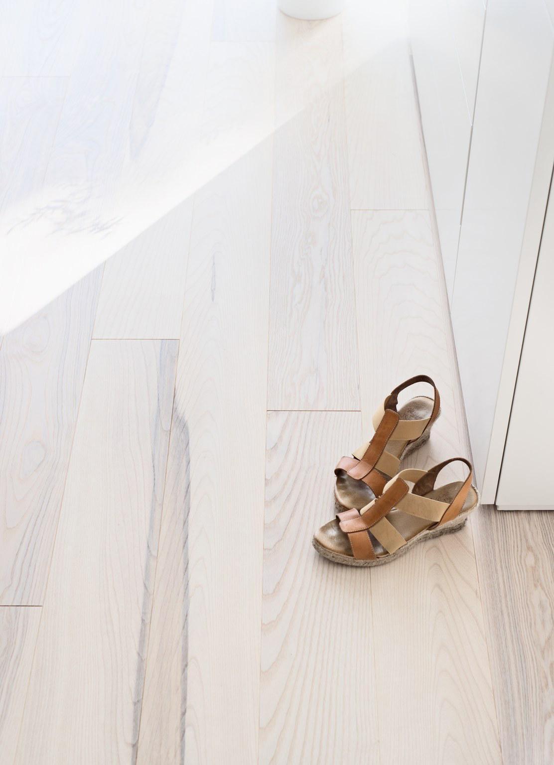 Timberwise-saarni-ash-olive-hiottu-sand-valkomattalakattu-white-matt-lacquered (4)